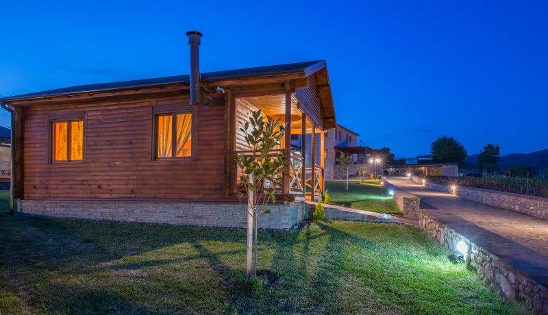 Deluxe Mountain Bugnalow B, Konitsa, holiday rental in Aristi
