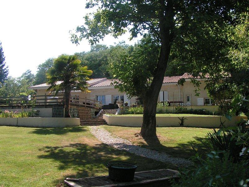 Villa tout confort 8 personnes avec piscine proche Bordeaux et Saint Emilion, casa vacanza a Sadirac