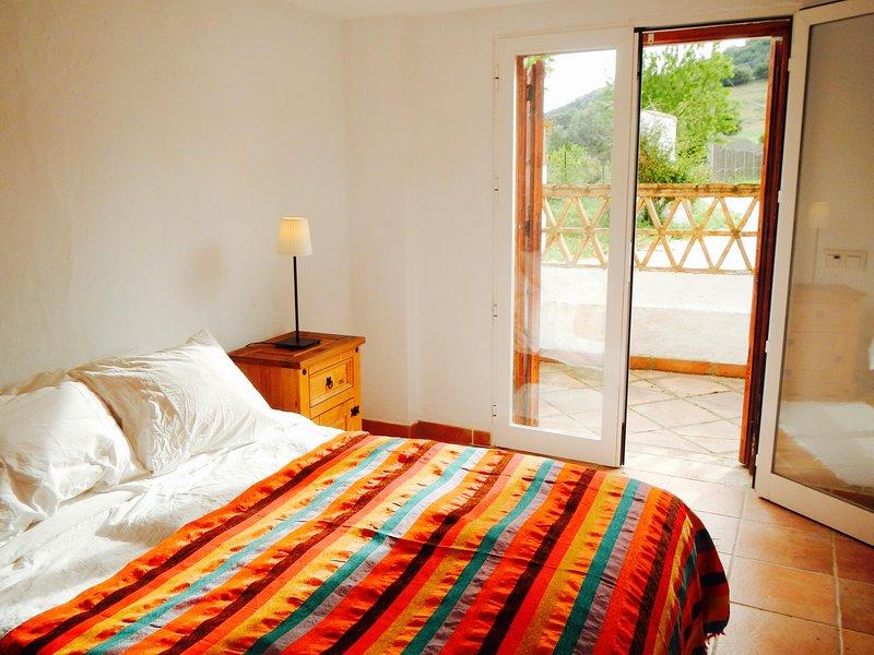 Delightful En-suite Bedroom - El Cuartón, holiday rental in Benarraba