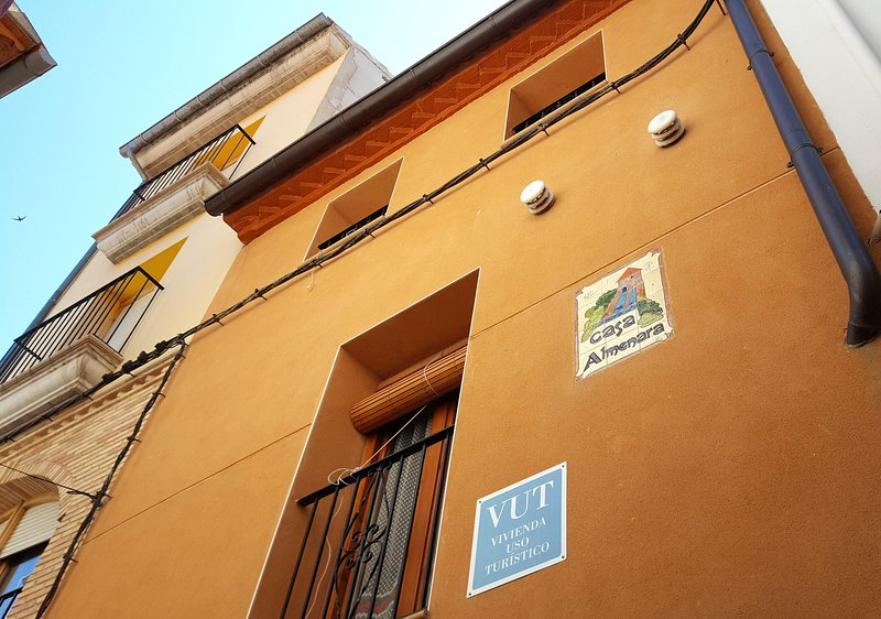 Casa Almenara, casa centrica pero independiente, muy acojedora y comoda, holiday rental in Province of Teruel