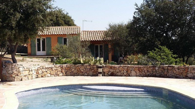 Villa les Romarins 2chambres avec piscine, holiday rental in Entrecasteaux