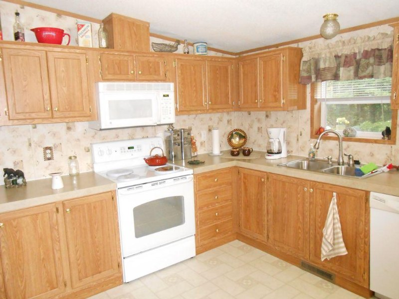 Full chefs kitchen with self cleaning oven, dishwasher..,.garbage disposal, toaster oven and keruig maker