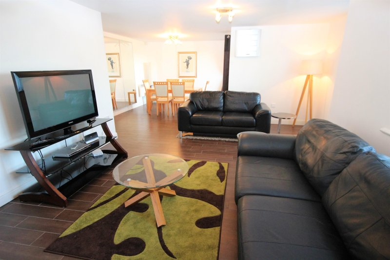 Properties Unique - Knightsbridge Court Apartments (2 Bed), holiday rental in Heddon-on-the-Wall