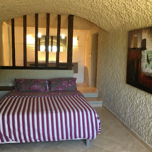 Chambres troglodytes de charme, holiday rental in Vendome