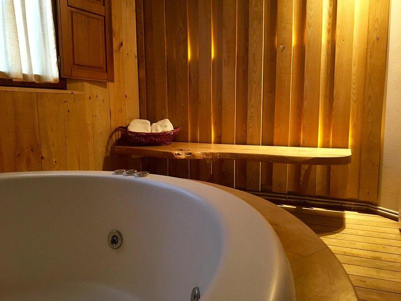 Casa en la montaña con jacuzzi, Picos de Europa, Romántica, buenos comentarios., aluguéis de temporada em Isoba