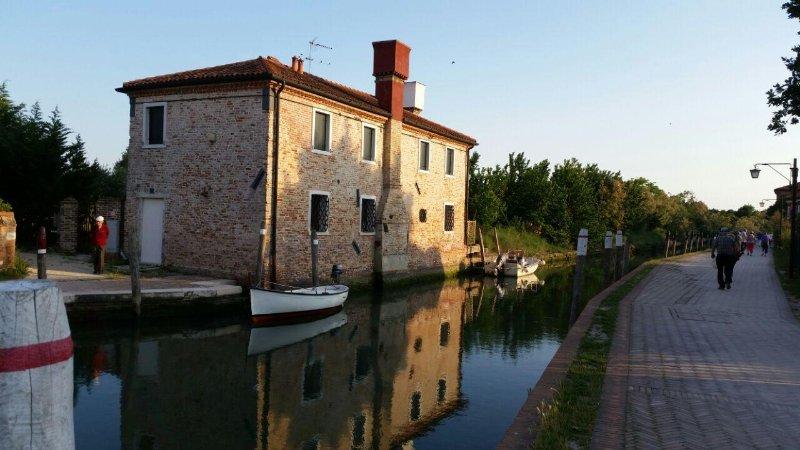 Venezia, casa con parco nell'isola di Torcello, location de vacances à Meolo