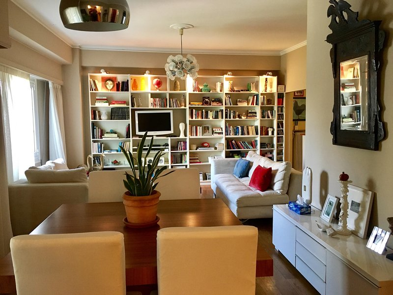 Central Large Comfortable Apartment, holiday rental in Kaisariani