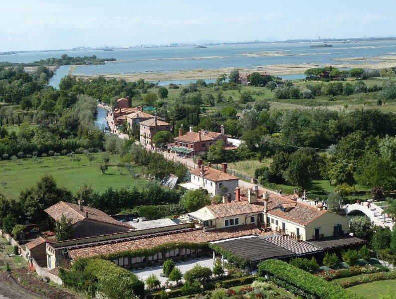 Het huis en het uitzicht eigenschappen van de klokkentoren van Santa Maria Assunta van Torcello Cathedral