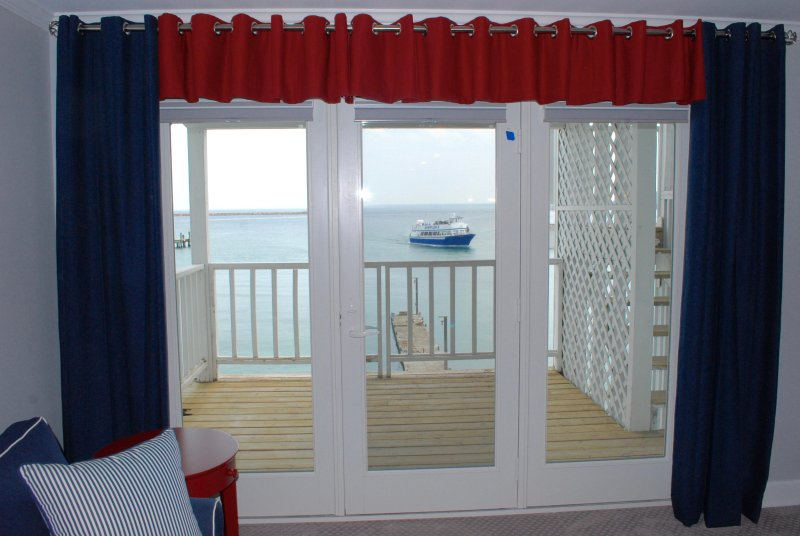Waterfront Condominium Rental, Downtown Mackinac Island ~ Two Night Minimum, alquiler de vacaciones en Mackinac County