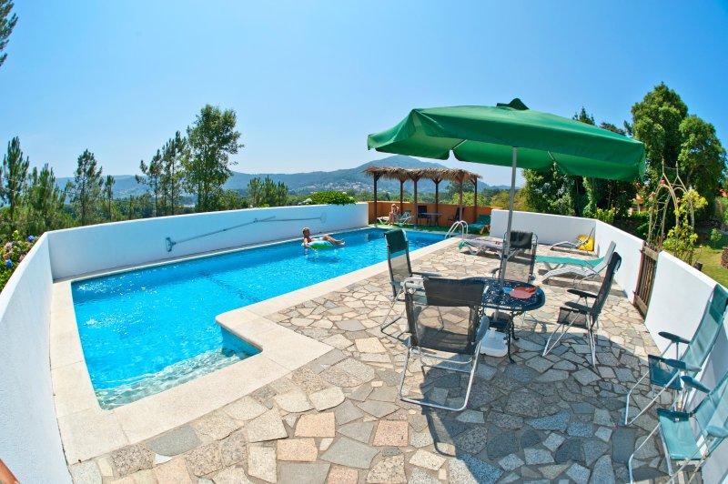 12 x 5 metros piscina y área de descanso con sombra y una vista fantástica