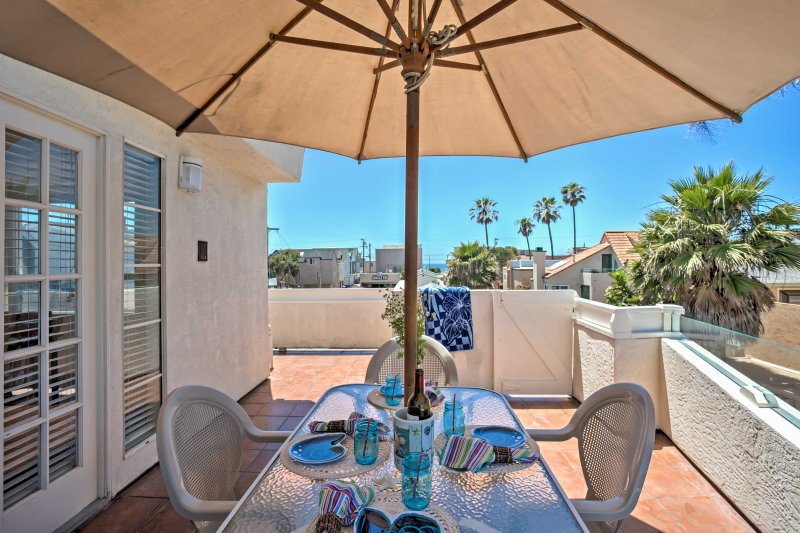San Diego Townhome w/ Ocean Views from Balcony!, vacation rental in Elvira