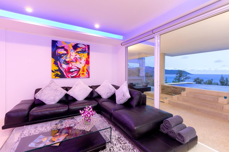 Modern Kata Beach Seaview Penthouse Private Infinity Pool 5 min walk to beach!, vacation rental in Karon