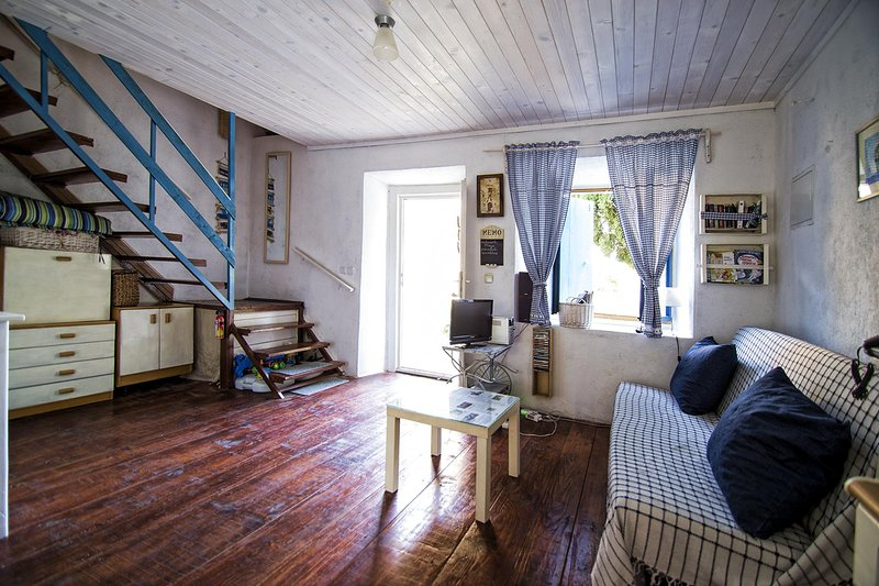 CHARMING RURAL COTTAGE, 90 km FROM DUBROVNIK, location de vacances à Peljesac Peninsula