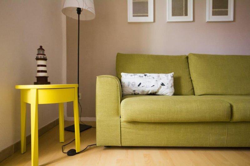 Divano en soggiorno / sofá de la sala de estar