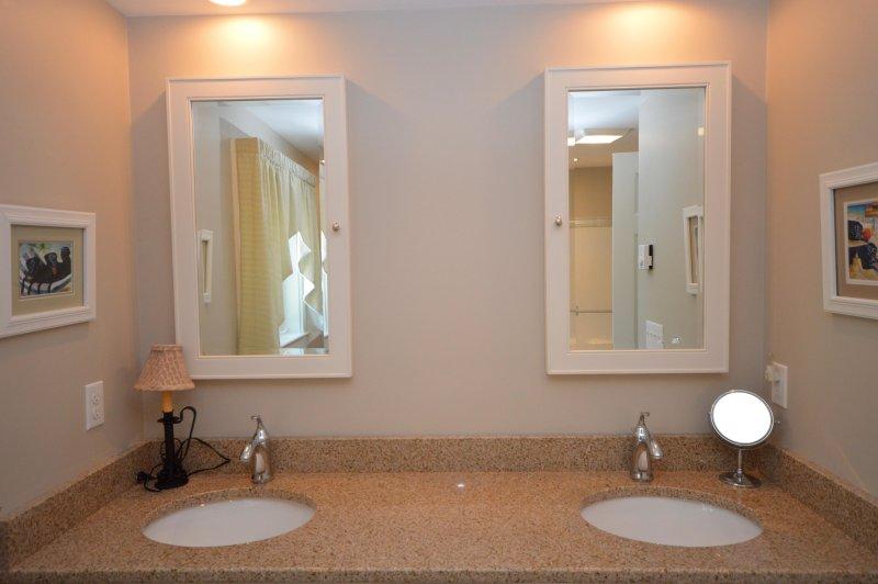 Complete badkamer met dubbele wastafel