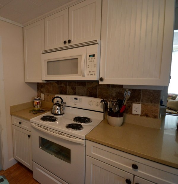 Keuken met oven / magnetron / toaster