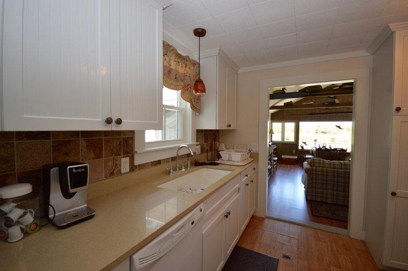 Volledige keuken off Great Room - uitzicht op Kettle Pond