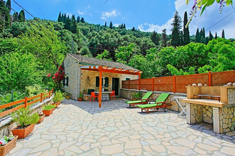 Korina's Cottage: Stone cottage, with lovely terraces, very close to Agni beach, vacation rental in Corfu