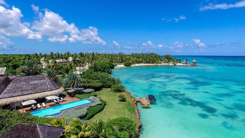 Villa Oceanfront 5 Bedrooms Punta Cana, vacation rental in Punta Cana