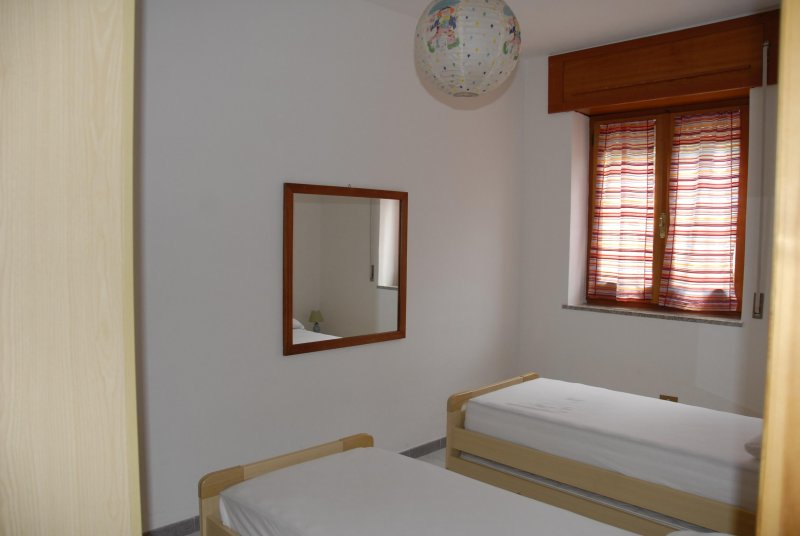 Room 2 single beds