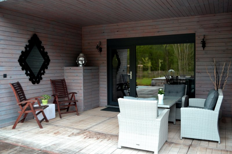 L'entrée sur sa terrasse couverte privative