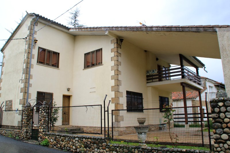 Casa rural en Gredos en el Valle del Alto Tormes al pie del Parque regional, alquiler vacacional en Cabezas Altas