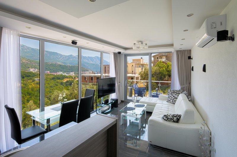 MonteLux Luxurious Apartment 5 with Sauna, Pool and Panorama view, alquiler de vacaciones en Budva
