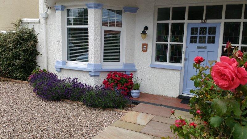 Stylish Edwardian House | Parking | Quiet Central Location, Ferienwohnung in Llandudno