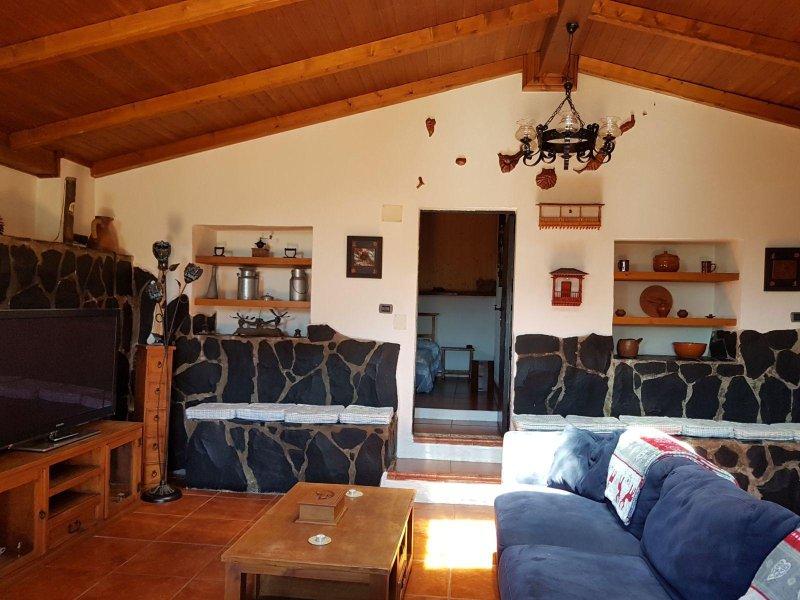Casa La Gollada con piscina privada y wifi, casa vacanza a Temisas