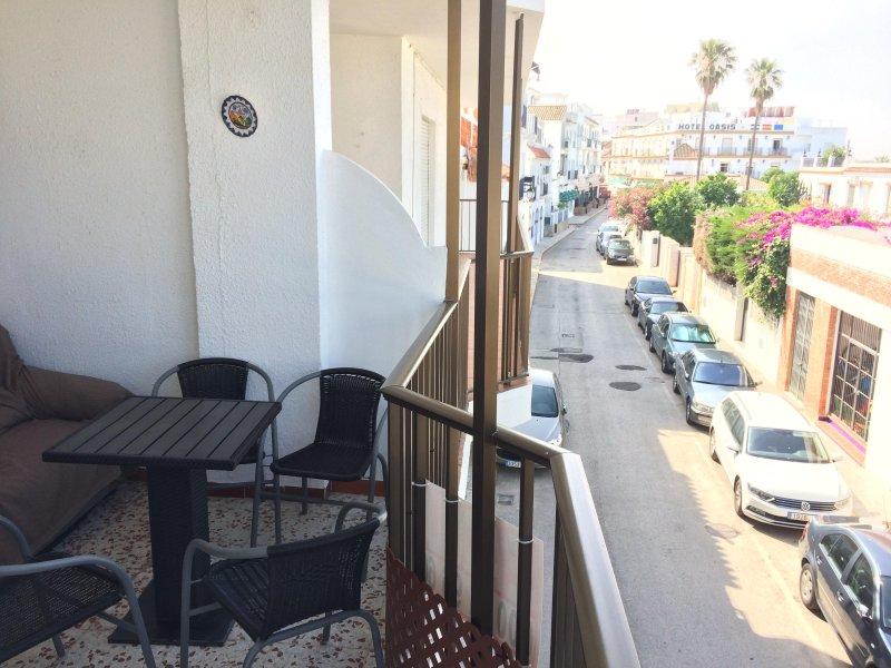 APARTAMENTO JUNTO A LA PLAYA EN EL CENTRO DE CONIL, holiday rental in Conil de la Frontera