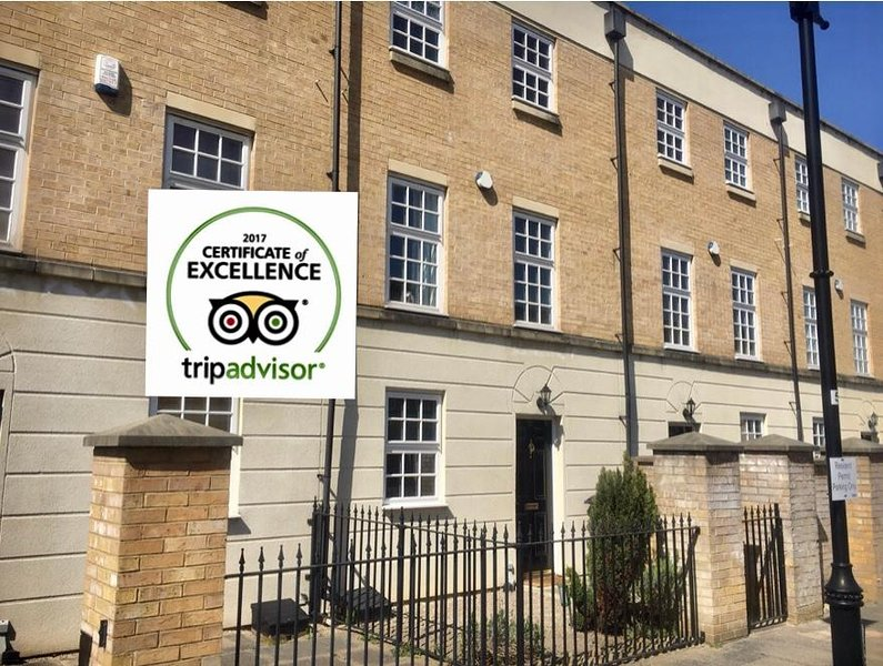 Central York-  Stylish 3 Bedroom Town House, Railway Museum, Parking, Garden, Ferienwohnung in York