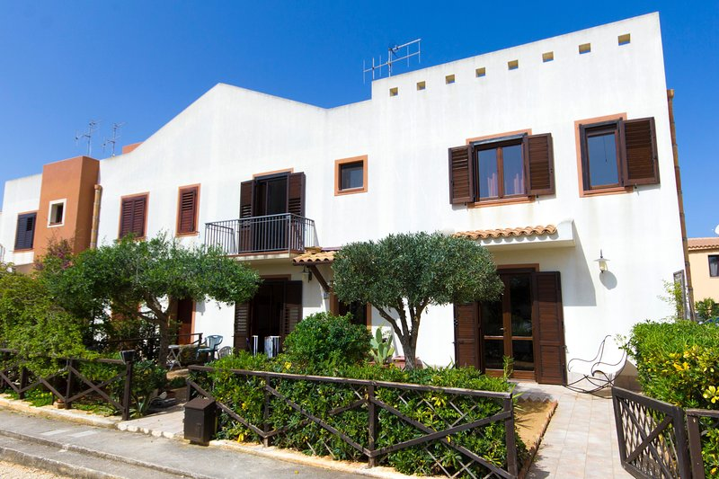 Stagnone Holiday Apartment Gisella, holiday rental in Locogrande