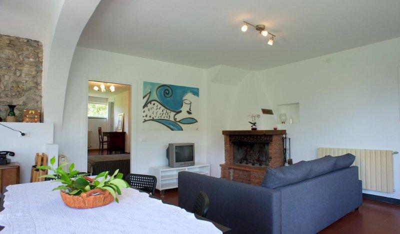 casa con giardino e posto auto privato, vacation rental in Pugliola