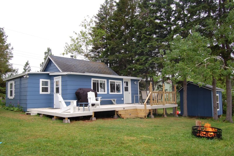 Waterfront - Ocean - 3 bedroom and sleeps 9 on a beautiful, private lot, vacation rental in Malagash