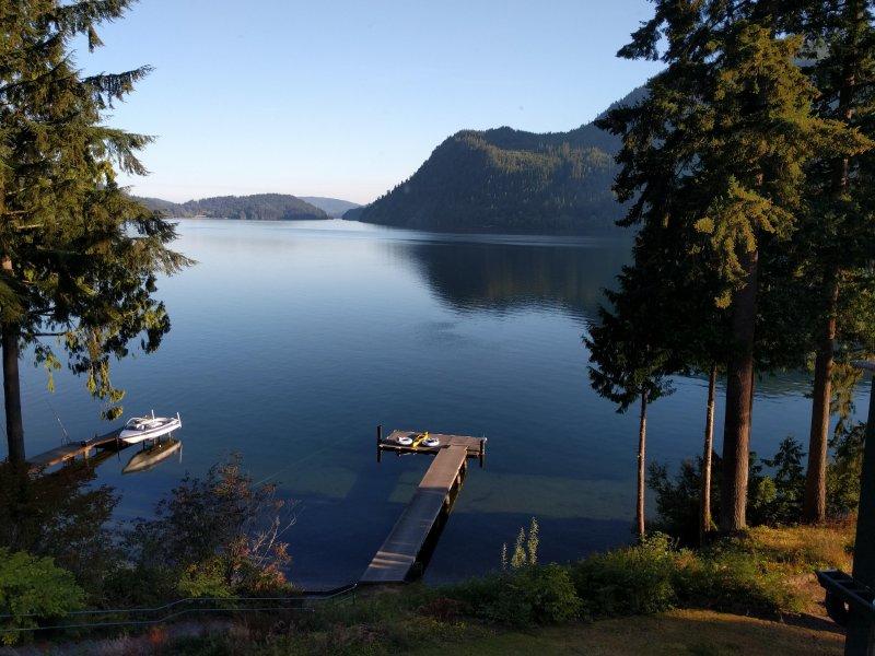 Despertar a esta impresionante vista - salto rápido en el lago nadie?