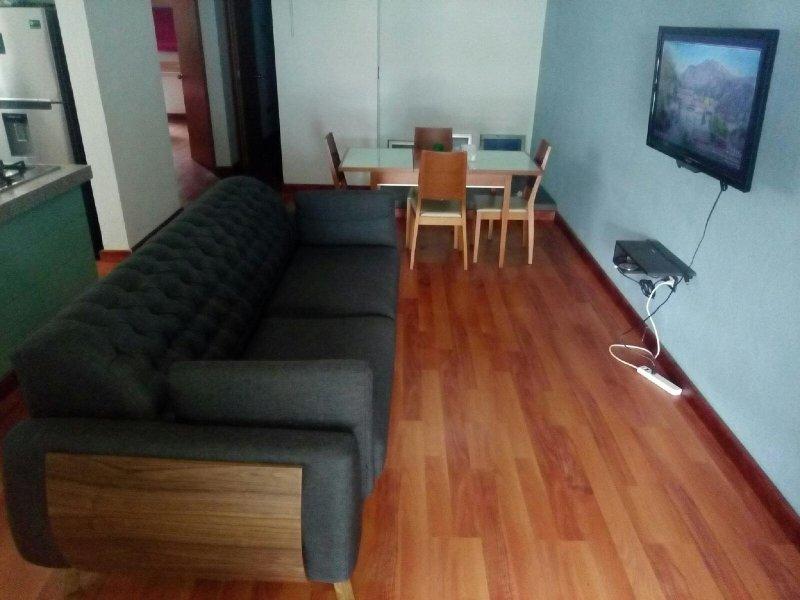 Soggiorno sala da pranzo con le 2 disponibili camere affittabili singolarmente sul retro