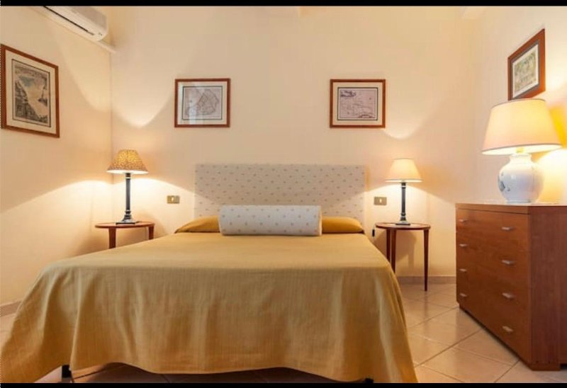 Casa Mario center 5 beds 2 baths WiFi 700mt beach, vacation rental in Frasso