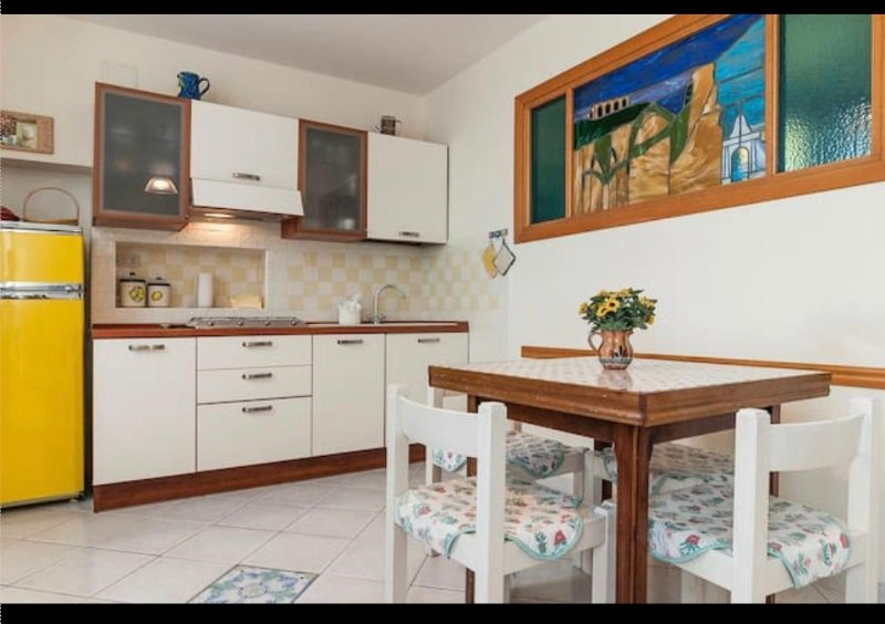 Central Casa Lilla 3 beds, WiFi, 700mt from beach, vacation rental in Terracina