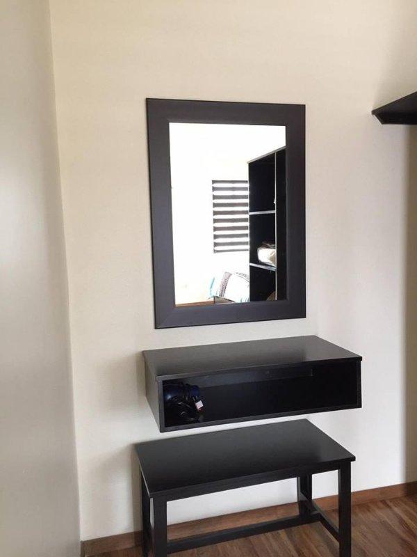 Closet, tocador y espejo