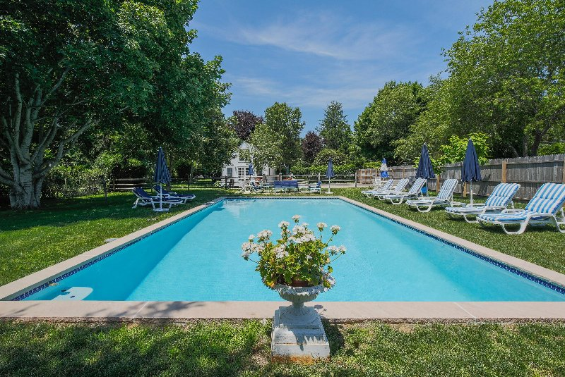 Beautiful pool set back - very private and sunny