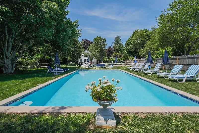 Bela piscina recuado - muito privado e ensolarado