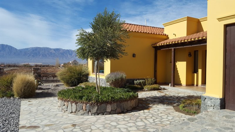 Casa La Cabra Dorada by Cafayate Holiday, vacation rental in Province of Salta