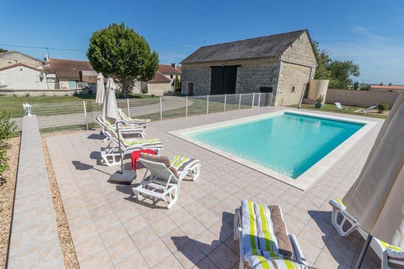 Maison de campagne avec piscine à Dercé, location de vacances à Saint-Jean-de-Sauves
