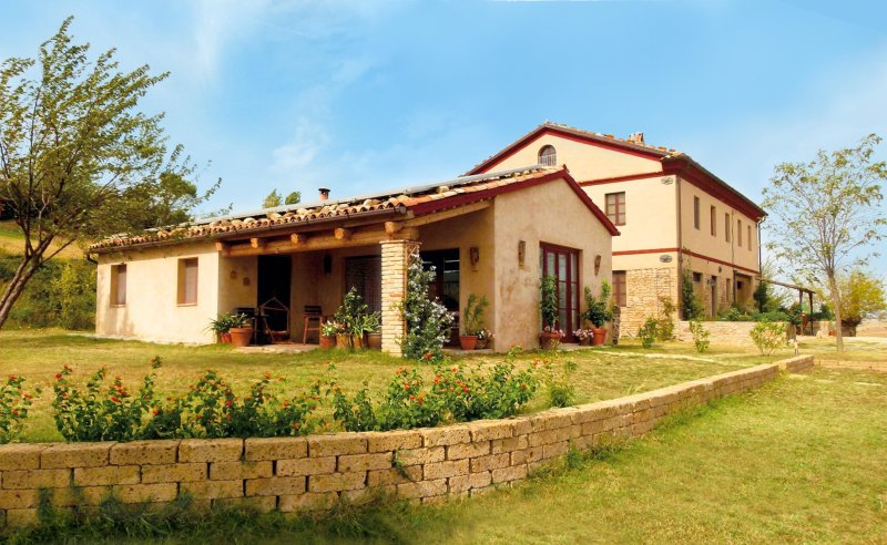 Casa Montale ' Haus Capanna', holiday rental in Ostra Vetere