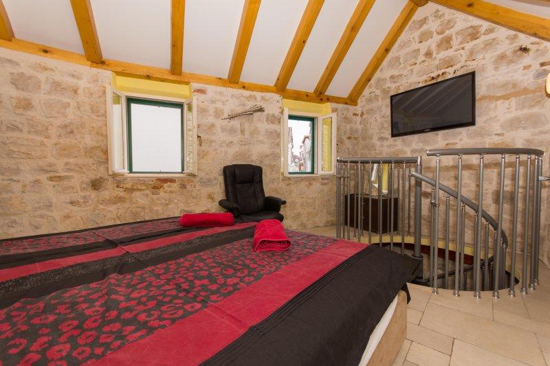 Top livello camera da letto con bella vista di strade Trogir Old Town