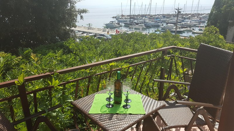 Luxury apartment on the coast fully equipped and surrounded by restaurants, caffe bars atc .