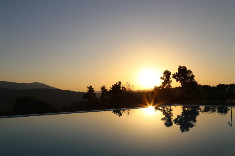 Holiday house in florence country side with air conditioning and panoramic pool, holiday rental in Pratolino