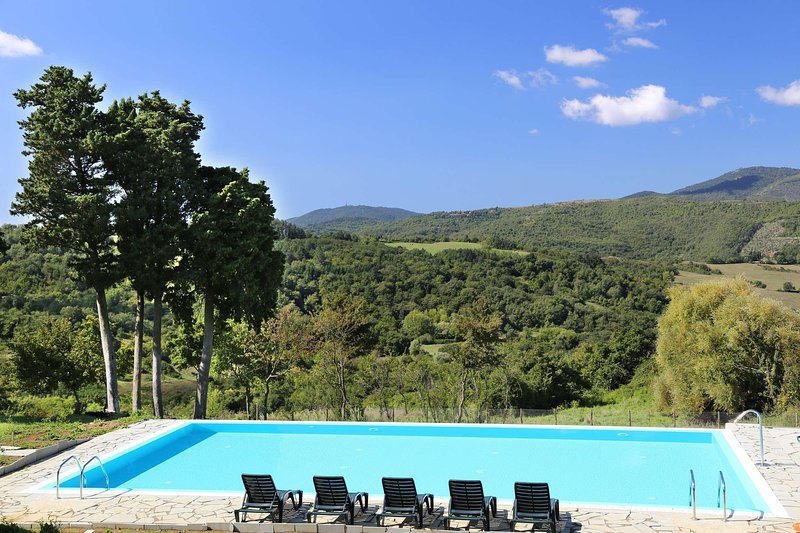 Historical house with 2 bedrooms and swimming pool, holiday rental in Pratolino