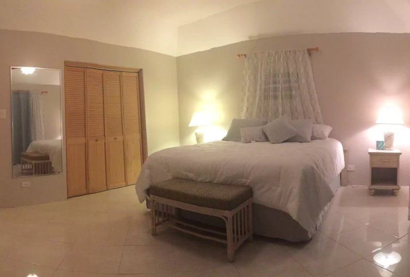 Slate & Daffodil 1-Bedroom Bermuda Rental, holiday rental in Hamilton Parish