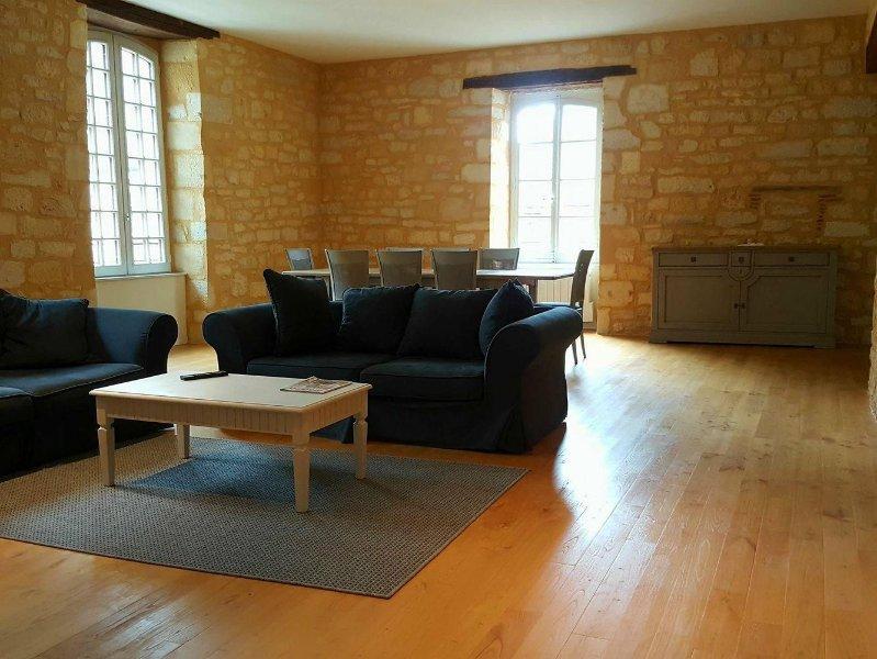 appartement entièrement rénové en plein cœur du magnifique village de Domme, alquiler vacacional en Domme